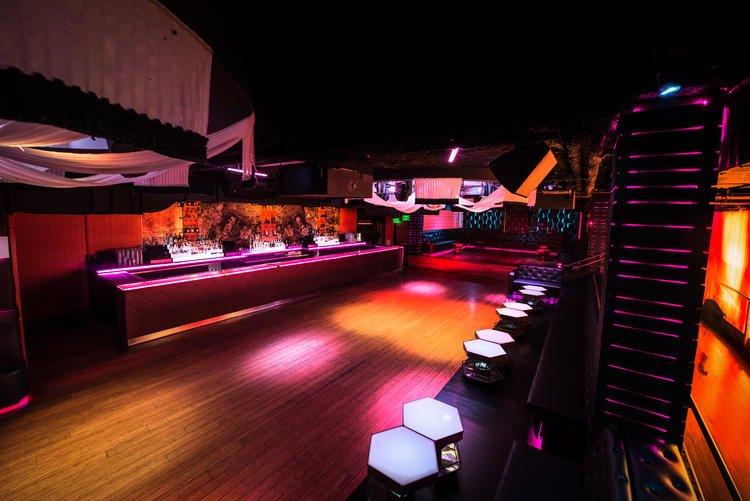 Sevilla Nightclub Log Beach CA3
