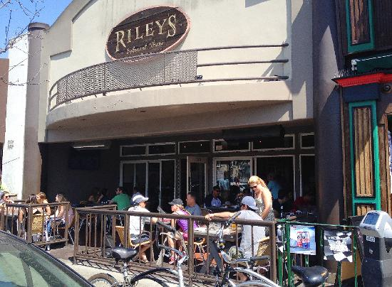 Rileys on 2nd Long Beach